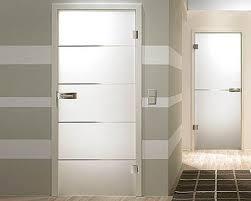 Example of a minimalist hallway design in Miami