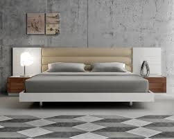 Modern Platform Bedroom Set Modern Extra Long Headboard Bed With Beige Cushions Beds
