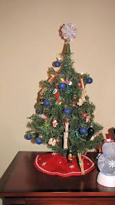 A tree is not complete with out a tree topper. A tree topper is placed on  the top of your tree using your top branch that sticks straight up  carefully slide ...