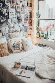 Super Cosy Bedroom With Beautiful Gallery Photo Wall