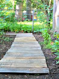easy upcycled diy wood pallet garden walkway the homespun hydrangea wooden garden walkway