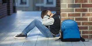 Młodzi, zadziorni, agresywni. Skąd bierze się przemoc wśród nastolatków?