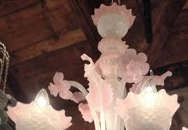 Lampadario Murano Rosa : Grazioso lampadario di murano opalino rosa a luci antiquariato