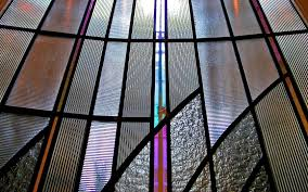 light maximisation glass qualities to enhance reflect light on art deco stained glass window