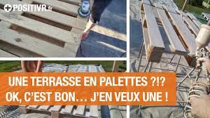 Une Terrasse En Palettes J En Veux Une Youtube Comment Faire Terrasse En Palettes