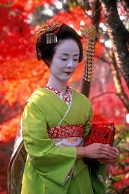 a traditional geisha in an photo by tracey taylor