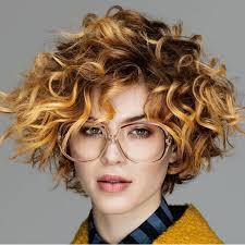 تسريحات الشعر المجعد لا تدوم لهذه الأسباب مجلة سيدتي