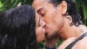 Tiger Shroff Shraddha Kapoor s Steamy Kiss In Baaghi LEAKED.