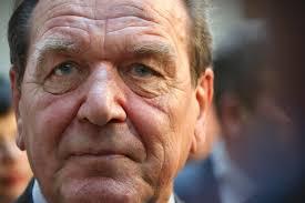 """Über die Ukraine und seinen """"ami Poutine"""" will Gerhard Schröder am Montag im Palais Beauharnais in Paris am liebsten nicht reden. - nur-eine-einzelperson-gerhard-schroeder"""