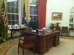 reagan oval office. Did You Know That It\u0027s Tradition For Every President To Choose Their Favorite Painting Of George Washington Hang Over The Fireplace In Oval Office? Reagan Office