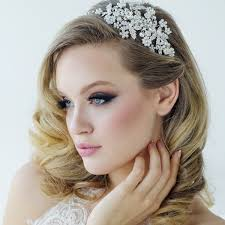 Bridal Hair With Side Headband