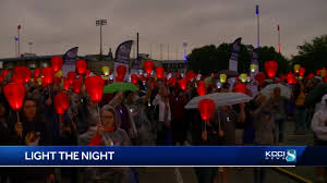 Light The Night Walk Des Moines More Than 1 000 People Attend Light The Night 267 000