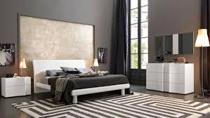 Elegant Wood Modern Master Bedroom Set feat Wood Grain Cincinnati ...