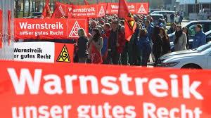 Streigi põhjuseks võib olla töötajate rahulolematus töö eest saadava palga või töötingimustega, või ka soov mõjutada riigi üldisemaid poliitilisi otsuseid. Logo Streik Zdftivi