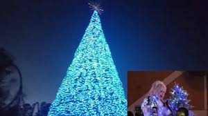 Dollywood Christmas Lights 2019 Dollywood New Glacier Ridge Tree Lighting Ceremony With Dolly Parton Smoky Mountain Christmas