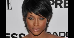 Idées De Coiffure Afro Pour Cheveux Courts Puretrend