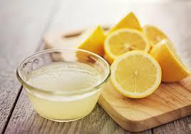 le citron est un traitement maison efficace pour blanchir les dents