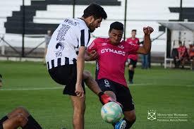 File:Alexander Silvera luchando una pelota en amistoso 2019.jpg ...