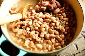 You could eat a bowl of these by themselves and be satisfied, but they also throw the beans in a pot along with an onion, smoked ham hocks (the key ingredient), a couple of bay leaves (optional), some liquid (i used a combo of. Southern Pinto Beans Southern Bite