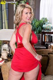 The Busty Super milf Returns at Mature Sex Pictures