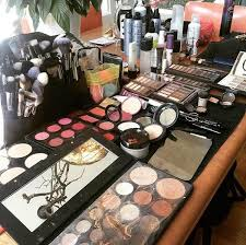 bridal makeup set up at an on site wedding by mischa sinequanonsalon sinequanonsalons iamsine westtownstylists makeupgoals makeupinspo