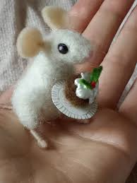 Mouse with plum pudding