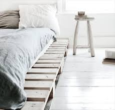 NEUTRAL VERY SIMPLE PALLET BED FRAME IN AN ALL WHITE DECOR