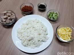 Yups, salah satu menu sarapan favorit masyarakat indonesia selain lezat, cara masak nasi goreng sosis juga sangat praktis. Bikin Nasi Goreng Sosis Yang Enak Gampang Ikuti Saja Langkah Ini