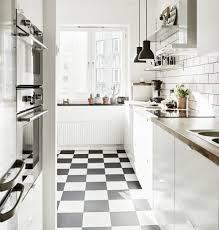 Hygiene und sauberkeit sind wesentliche vorteile von fliesen, die aus diesem grund für die verkleidung von böden und wänden in küchen, bädern und eingangsbereichen verwendet werden. Wie Gestalte Ich Den Boden In Meiner Kuche Kuchen Design Magazin