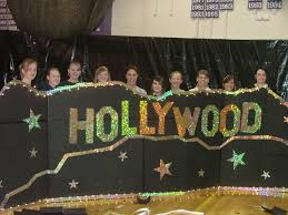 Hollywood Theme Decorations Hollywood Theme Decorations Juniors Have Fun Decorating For Prom