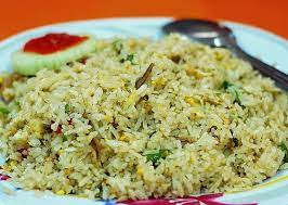 3) in a wok, add in oil and heat up until hot, add in the blended items and fry until fragrant then add in the dried anchovies and stir fry for 5 minutes until crispy Nasi Goreng Kampung Kampung Fried Rice Malaysian Spice