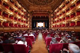 Risultati immagini per teatro spettatori scena