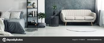 Sofa In Hellem Grau Schlafzimmer Stockfoto Photographeeeu