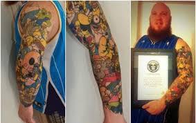Muž Má Na Těle 41 Tetování Homera Simpsona Vysloužil Si Zápis Do