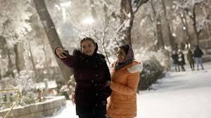 Iran sotto la neve, imbiancata anche Teheran: il VIDEO
