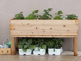how to build an elevated wooden planter