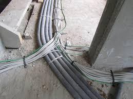 Damit die fußbodenheizung optimal funktioniert, kommt es auf den richtigen aufbau des fußbodens an. Unterm Estrichbelag Wie Man Leitungen Unter Schwimmendem Estrich Richtig Verlegen Kann Bauhandwerk