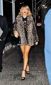Small Picture Swift in Leopard Print Coat Heads to Her Apartment in NYC