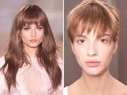 účesy Pro Střední Vlasy S Roztrženými Rány Módní Styling Foto
