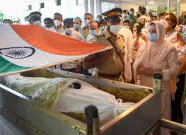 Dilip Kumar Last Rites Photos Actor Dilip Kumar Mortal Remains Draped In  Tricolour Shah Rukh Khan, Salman Khan Pay Tributes   Dilip Kumar Funeral  Photos: শেষ যাত্রায় দিলীপ কুমার, গান স্যালুটে বিদায় '
