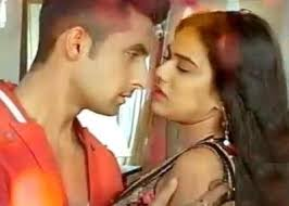 Telebuzz is back with some latest updates on jamai raja on zeetv. Jamai Raja Drunken Sid Roshni Gets Romantic In Front Of Neil