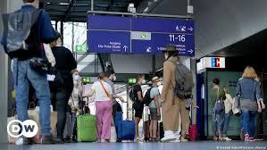 Check spelling or type a new query. Streik Beendet Deutsche Bahn Fahrt Wieder Aktuell Deutschland Dw 13 08 2021