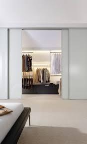Begehbarer Kleiderschrank Mit Schiebetüren Ankleidezimmer