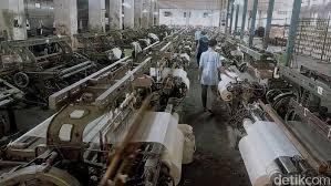 Raya manukan kulon lokasi jawa timur, surabaya, manukan tipe pabrik transaksi sewa sertifikat hgb lt/lb 900 m2 / 1000 dimensi 20 x 45 orient, factory. Pabrik Pembuat Masker Kebanjiran Order Akibat Virus Corona
