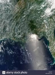 Vista satellitare di una fuoriuscita di olio è visibile attraverso il nord del  Golfo del Messico Foto stock - Alamy