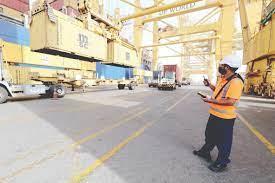 انفجار يهز ميناء جبل علي بسبب حريق على سفينة من جزر القمر السلطات  الإماراتية سيطرت عليه في 40 دقيقة وأعلنت استئناف العمليات اللوجيستية وفتحت  تحقيقاً