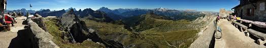 Dolomiti: panorama dolomitico dalla terrazza del rifugio Nuvolau