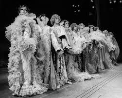 La Designs Costumes Theoni V Aldredge Costume Designer Dies At 88 The New
