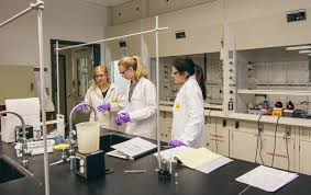 thinking differently real world research in intro chemistry labs  teaching assistant megan wancura 17 left helps organic ii chemistry lab students shannon nicholls 19 and daisy vargas 18 an experiment involving