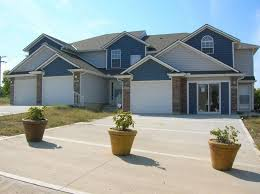 SnapRent   Rental Home $875/month 4610 Willow Kansas City, MO 64133   2 Bed  / 2.5 Bath Two Bedroom Townhome, KC Address, Raytown Schools!